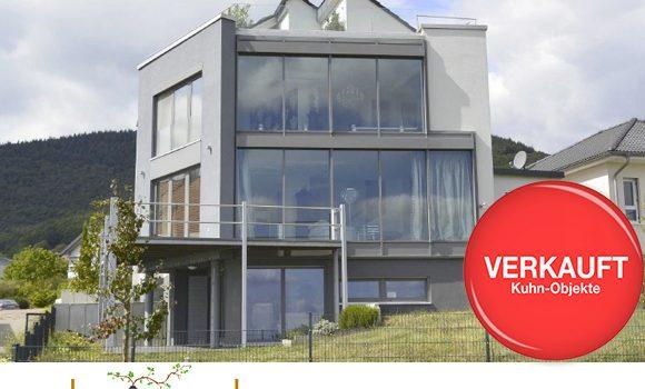 Weyher / Modernes Architektenhaus für höchste Ansprueche mit einmaligem Panoramablick u. Dachterrasse