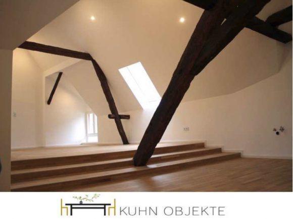 369/ Sankt Martin – Hochwertig renovierte – Top Dachgeschoss Wohnung in idyllischem Weinort –